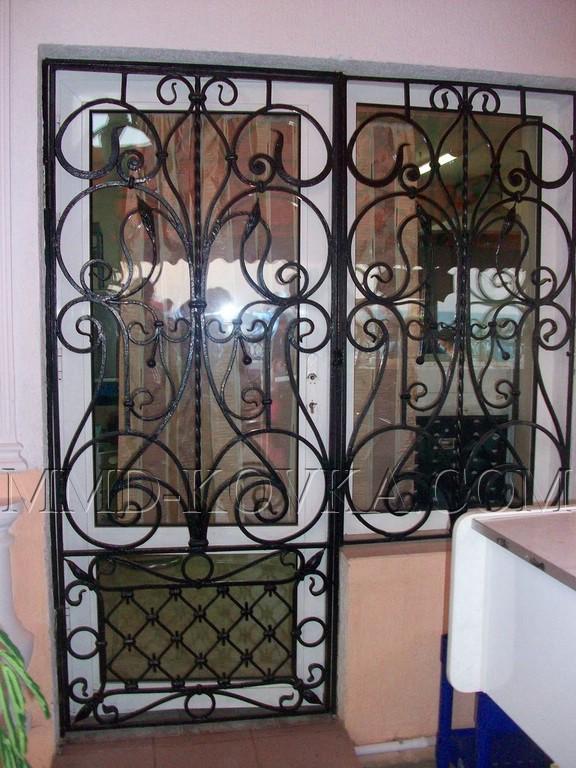 кованые решетки на металлические двери