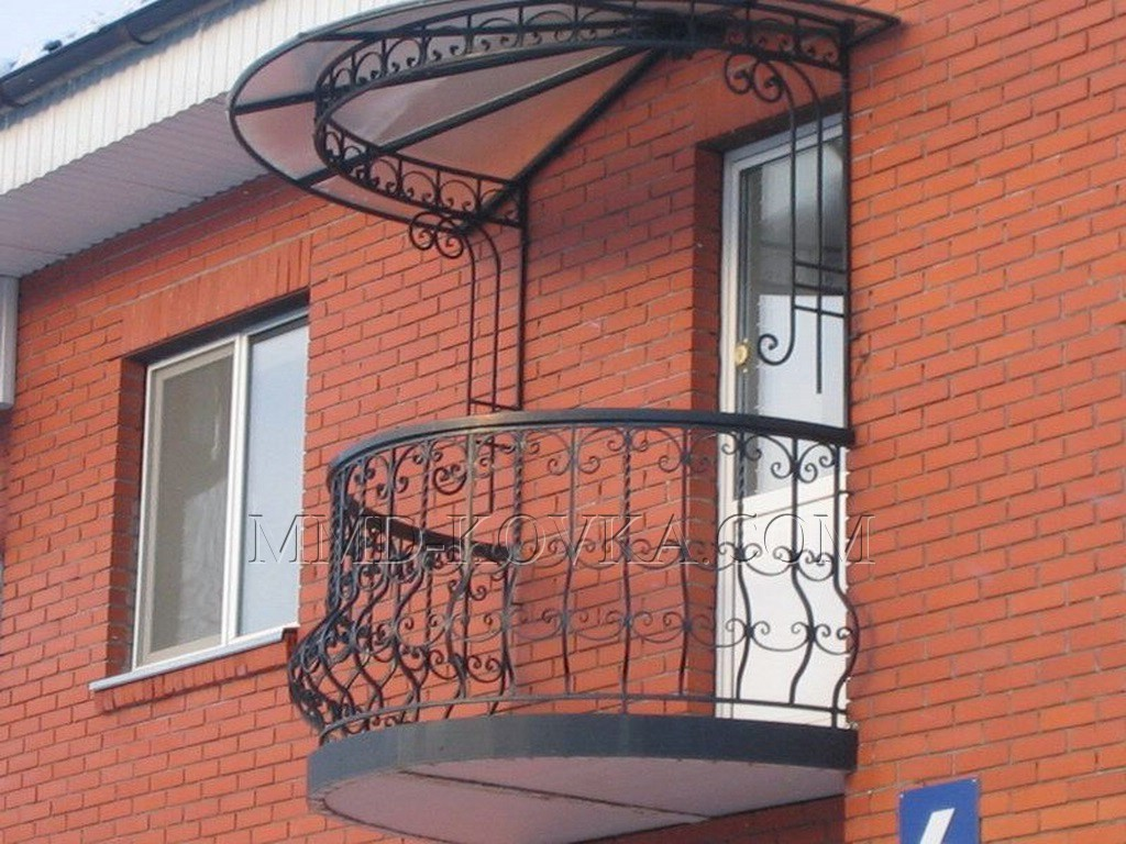 Кованые балконы.